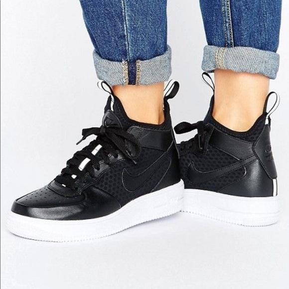 Nike Air Force 1 Ultraforce Mid Women's Shoe